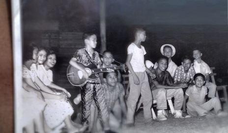 . Glenn singing w Centralites - (Christmas Workcamp, Taytay, Rizal)